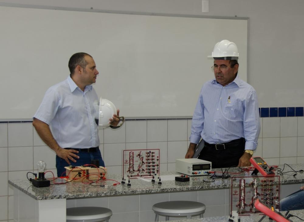 Professor Alexsandro Lima, diretor do Câmpus de Pau dos Ferros e o reitor José de Arimatea