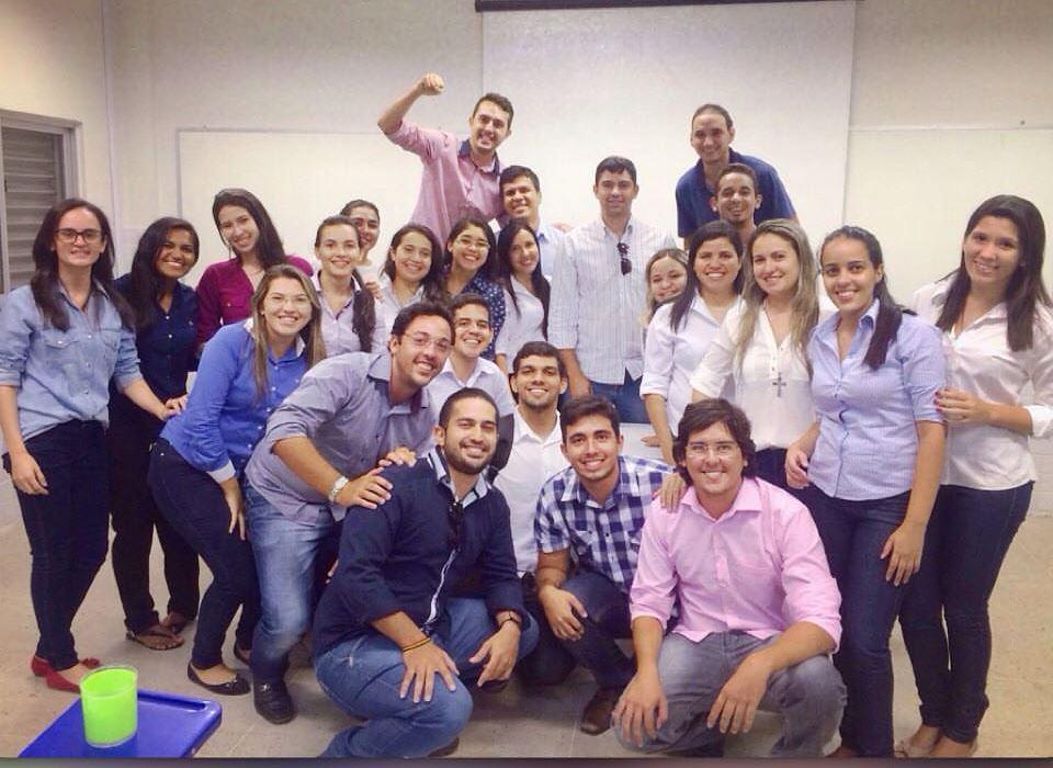 Estudantes comemoram conclusão do último semestre de Engenharia Civil/Foto Cedida